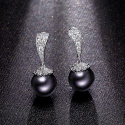 Earrings 18K White Gold with Black Simulated Pearl